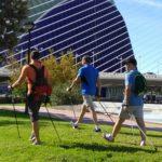 Haciendo nordic walking en la Ciudad de las Ciencias de Valencia