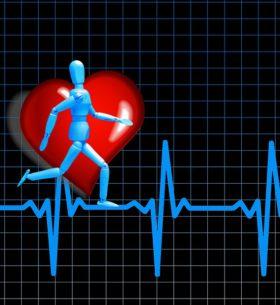 Muñeco articulado corriendo sobre un electrocardiograma